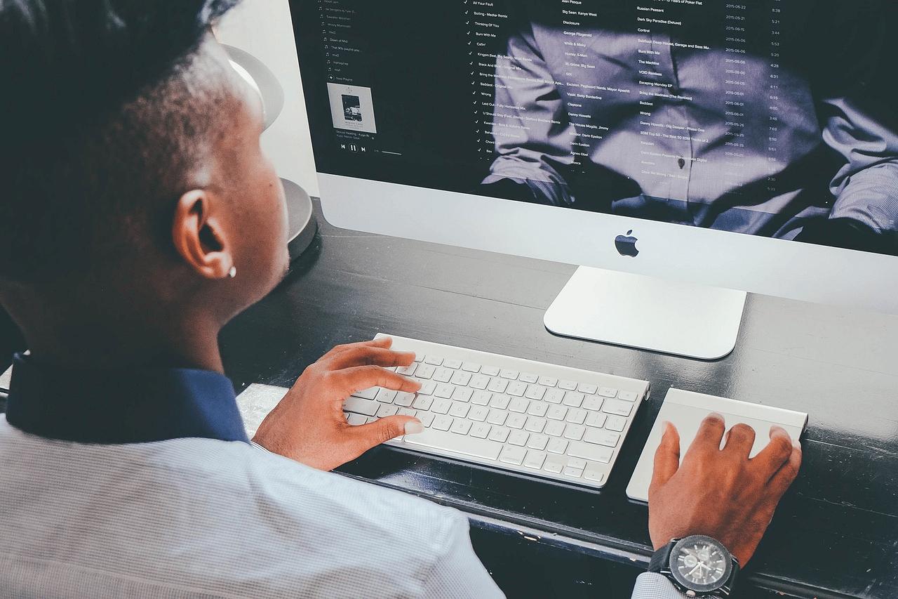 Pourquoi est-il si important pour les étudiants d'acquérir des connaissances numériques ?