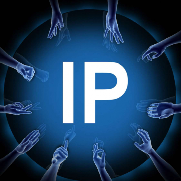 Image des mains tendues avers une adresse IP