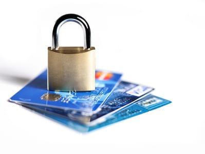 paiement sécurisé : cadenas et cartes bleues