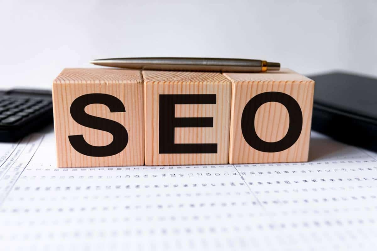 Freelance SEO ou agence : lequel choisir ?