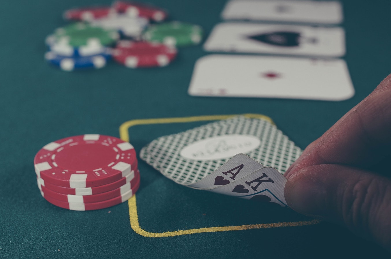 Comment expliquer la hausse de popularité incroyable du poker ?